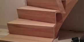 Escalier en bois frêne